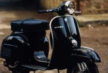 Vespas in Black / Schwarz