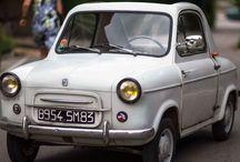 Vespa 400 Car / Der Vespa 400 ist ein Kleinstwagen des italienischen Fahrzeugherstellers Piaggio. Die Entwicklung von Piaggios erstem vierrädrigen Personenwagen begann 1955. 1956 wurden die ersten Prototypen getestet; im September 1957 stellte Piaggio das mit Blick auf seinen Hubraum Vespa 400 genannte Auto schließlich auf dem Pariser Autosalon öffentlich vor.