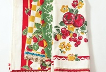 Kitschy Kitchen Towels And Dish Cloths / Retro kitchen towels. Visit my blog http://cdiannezweig.blogspot.com/ and my site at http://iantiqueonline.ning.com/http://iantiqueonline.ning.com/