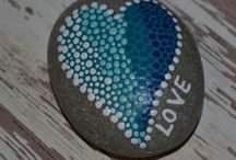 Rock Painting- DIY, Ideas, Tutorials and more / Board for DIY Rock Painting: DIY rock painting / tutorials / ideas / inspirations / product suggestions and more
