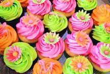 Cakes & Cupcakes / by Karen Ball