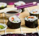 Kalaruoat ja äyriäiset / Kala on terveellinen ja kevyempi vaihtoehto lihalle. Kalalajeja on useita, joten löydät niistä varmasti mieleisesi jota nauttia silloin tällöin. Kalaa olisi hyvä syödä edes kerran viikossa. Täältä löydät ohjeita miten valmistaa herkullisia annoksia kalasta, muistakin kuin lohesta. Äyriäisistä saat myös maukasta arkiruokaa, sekä vivahteita juhlaviin ruokiin ja naposteluun. www.hellapoliisi.fi