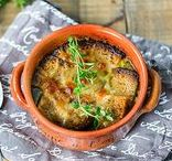 Keitot / Mietitko nopeaa ja helppoa arkiruokaa tai jotain juhlavampaa alkuruokaa? Ota avuksesi silloin upeat keittoreseptit, jotka maistuvat jokaisena vuodenaikana. Lisää inspiraatiota kokkailuun www.hellapoliisi.fi
