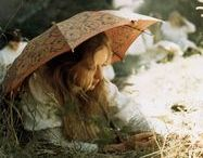 Picnic at Hanging Rock / Images from the movie and other inspirational pictures.