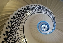 Staircase Traditional Design / Traditional Staircases