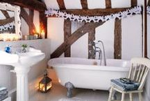 Inspiring Holiday Bathrooms / Time to decorate your Bathrooms for the Holidays!