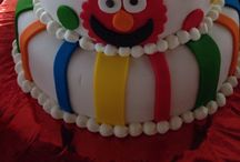 Emilio's Elmo party No1 / Elmo, elm's party , emilio's party, balloons, cake , lollipops, pop corn, bubble , T-shirt, decorations, marshmallows , colors , table , pinata