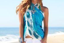 Pareo's: knooptips / Een grote luchtige sjaal knoop je gemakkelijk om als pareo of sarong. Ideaal voor als je even een cocktail wilt halen, praktisch als bescherming tegen de felle zon en lekker warm voor het koele briesje in de avond. Doe hier inspiratie op in het knopen van je pareo!