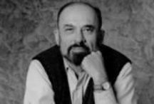 IRVIN D. YALOM / Ο IRVIN D. YALOM (γεν. 1931) είναι ομότιμος καθηγητής ψυχιατρικής στην Ιατρική Σχολή του Πανεπιστημίου Στάνφορντ των ΗΠΑ. Μαθητής και συνεργάτης του Rollo May, θεωρείται ένας από τους σημαντικότερους, εν ζωή, εκπροσώπους της υπαρξιακής σχολής στην ψυχιατρική και είναι συγ¬γραφέας του εγκυρότερου και πληρέστερου εγχει-ριδίου υπαρξιακής ψυχοθεραπείας (Existential Psychotherapy). Στον επιστημονικό χώρο είναι ιδιαίτερα γνωστό το κλινικό και ερευνητικό έργο του στην ομαδική ψυχοθεραπεία.