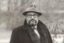 UMBERTO ECO / Ο Ουμπέρτο Έκο (ιταλ.: Umberto Eco, 5 Ιανουαρίου 1932 - 19 Φεβρουαρίου 2016) ήταν Ιταλός σημειωτιστής, δοκιμιογράφος, φιλόσοφος, κριτικός λογοτεχνίας και μυθιστοριογράφος.