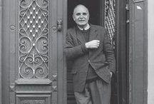 """ΝΤΙΝΟΣ ΧΡΙΣΤΙΑΝΟΠΟΥΛΟΣ / Ο Ντίνος Χριστιανόπουλος τοποθετείται ανάμεσα στους σημαντικότερους ποιητές της ομάδας που είναι γνωστή ως """"Κύκλος της Διαγωνίου"""" και κινήθηκε στο πλαίσιο του ομώνυμου περιοδικού που ο ίδιος ίδρυσε (Νίκος-Αλέξης Ασλάνογλου, Γιώργος Ιωάννου, Τάσος Κόρφης, Βασίλης Καραβίτης, κ.α.). Η ποίησή του χαρακτηρίζεται από έντονα ερωτική διάθεση και επιρροές από το έργο του Κωνσταντίνου Καβάφη."""