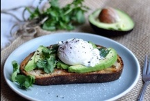 Starting the Day Right / Avocado breakfast recipes. Avocados are perfect for breakfast as they are low GI, keeping you fuller for longer. Start the day right with these delicious and sustainable avocado breakfast ideas!