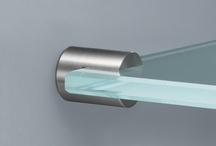 Glashalter / PHOS Spiegelhalter sind gefertigt aus massiven Edelstahl und unsere Glashalter aus Edelstahl sind hervorragend geeignet für die Gestaltung von Bädern und Sanitärbereichen. Wir bieten ein vielfältiges Spektrum von Glashaltern und Glasträgern an.