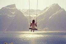 Beautiful swing / Le bonheur de se laisser bercer par une balançoire.