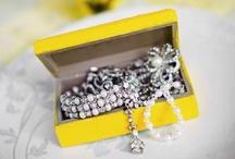 Wedding color: yellow - themakleur: geel / Gebruik een themakleur voor jullie bruiloft. Geel is een prachtige frisse kleur! Happy Wedspiration! / by Wedspiration - leuke ideeen voor je bruiloft