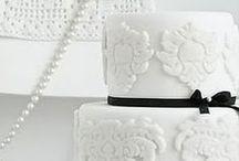 Wedding color: black & white - themakleur: zwart / wit / Zwart / wit is een prachtige themakleur voor jullie bruiloft. Erg chique en stijlvolle! / by Wedspiration - leuke ideeen voor je bruiloft