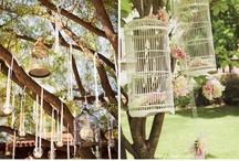 Wedding theme: birdcage -  Bruiloft thema :vogelkooi / Een vogelkooi kun je gebruiken als thema voor jullie bruiloft. Onder andere voor de decoratie, trouwkaarten en bruidstaart. Inspiratie voor jullie bruiloft. / by Wedspiration - leuke ideeen voor je bruiloft