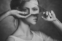 Mains, migraines, miroirs / Hands, mirrors, headache : a portfolio