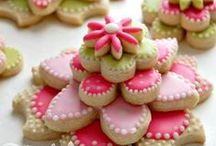 Cookie Decorating / With a bit of cookie dough and icing you can make amazing gifts and nibbles through out the year. Ideas on how to decorate cookies with MoreStyleThanCash.com