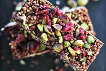 healthy snacks / healthy and nutritious on-the-go snacks packed with superfood ingredients