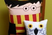 Harry Potter Party / Great party ideas to help you throw a fun, colorful, and sweet Harry Potter party. Featuring decorations, party ideas, dessert tables, party favors , free printables, and more.