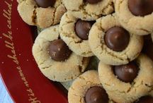 Cookies / Everybody loves cookies! Find the cookie recipe you need here. / by Close to Home Blog LLC