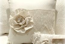 Things I ♥: Pillows / by Carla Sousa