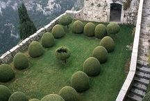 In a Secret Garden / Beautiful outdoor spaces that nurture and inspire.