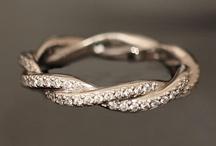 Fashion: Jewellery / by Rhian Edwards