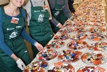 Auguri a Mille: cena del Banco Alimentare a Torino il 28 - 12 - 2012 / Al Pala Olimpico di Torino mille ospiti indigenti serviti da 120 volontari, con il menu preparato da 4 chef stellati e il cioccolato di 14 maestri artigiani