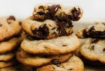 Cookies / The best cookie recipes from around the internet! #cookies #chocolatechipcookies #chocolate #bakingrecipes #cookierecipes #bestcookierecipes #chocolatechiplovers