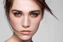 ILIA Beauty / Creata da Sasha Plavsic nel 2011, la linea make up Ilia Beauty è formulata con i più puri ingredienti bio-attivi organici certificati, ideali per nutrire e ringiovanire la pelle. La qualità della linea si riflette anche nell' elegante packaging in alluminio riciclicato, in cui sono contenuti tutti i prodotti