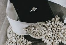 WEDDING ACCESSORIES » / Headpieces, belts, bags and veils.