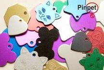 Modelos Placas / Todo tipo de placas para identificar a nuestras mascotas. Placas de aluminio, banderas, diseños , QR y unicolores. www.pinpet.com