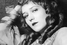 The Girl With The Curls / Mary Pickford