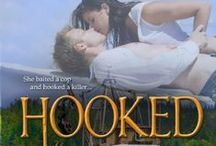 HOOKED - Book 2 in the Romance on the Edge Novels / She baited a cop and hooked a killer...
