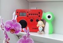 Tivoli Audio in the Bathroom / Morning rituals in the bathroom catching up on news or just getting pretty to music. Thats why Tivoli Audio is great in the bathroom.