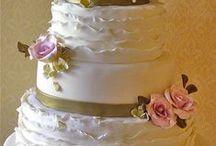Wedding cakes / by Caroline Yeoh