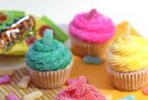 RECIPES | Cupcakes / Lot's of pretty, tasty, and easy to recreate cupcake recipes.  I could steal the show with some of these if I brought them to a get together!