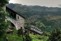 Pic du Jer Lourdes / Le Pic du Jer, petit sommet Pyrénéen à une altitude de 1000m environ, offre une vue imprenable sur Lourdes. Accessible en funiculaire depuis 1900. Web site : http://www.picdujer.fr/