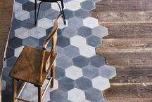 FLOORS / Qu'ils soient en bois, en carreaux ciment, en vinyles... D'époque ou rénovés, découvrez les sols tendances du moment !