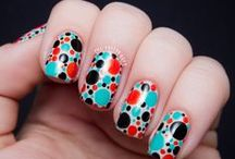 ö Nails Dotted