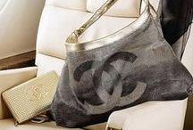Purses, Clutches & Tote Bags / Sacs à mains, portefeuilles & sacs