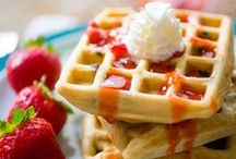 Recipes - Breakfast for families / Start your family's day right with yummy recipes for breakfast that are perfect for before school or on a fancy holiday.