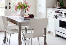 Eat-in Kitchens & Dining Tables