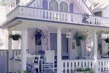 Charming Cottages / by Carolyn Aiken