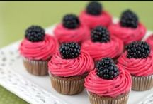 Treats (Cupcakes) / by Tiffany De La Paz