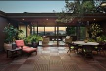 Koch Architects_Mid-Century Renovation / The design of this home is organized around a central courtyard which brings light into the spaces and creates a seamless indoor / outdoor flow.