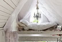 Farmhouse Cottage Chic Bedroom / Dreamy farmhouse or cottage chic bedrooms where sweet dreams are guaranteed!