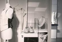Atelier / Fotos que nos dan una idea del trabajo que realizan cada día los diseñadores de moda / by Taconless .